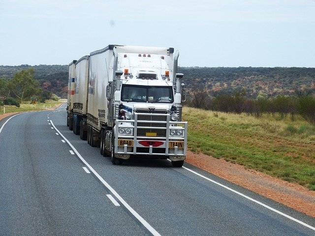 Should You Lease a Semi Trailer for Storage?
